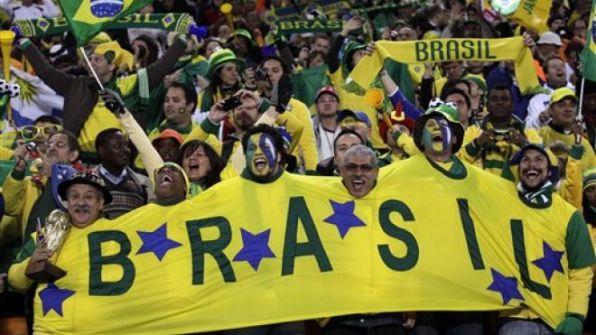 6359151779790426701308147597_brazil-soccer-fans